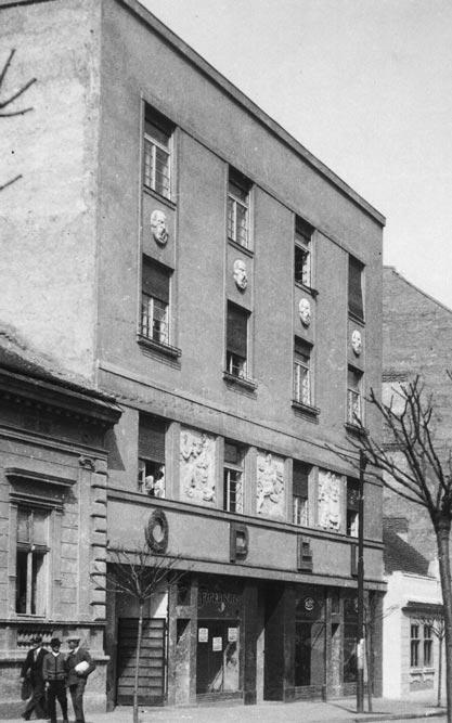 Stambeno-poslovna zgrada, predstavništvo firme OPEL. Fotografija s početka 1930-tih