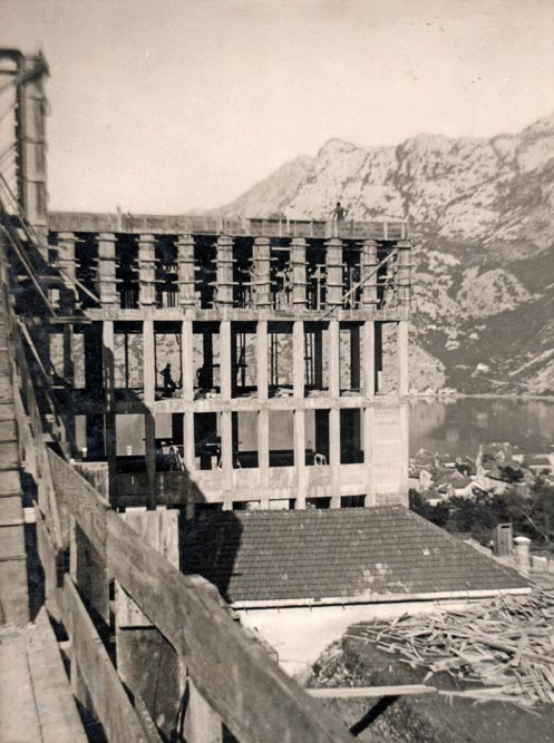 Building under construction, with sea view, photo