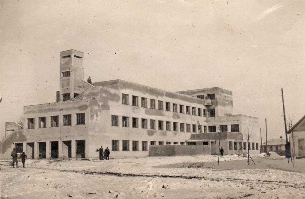 Hotel u izgladnji, zadnja strana hotela. Fotografija iz 1932. godine