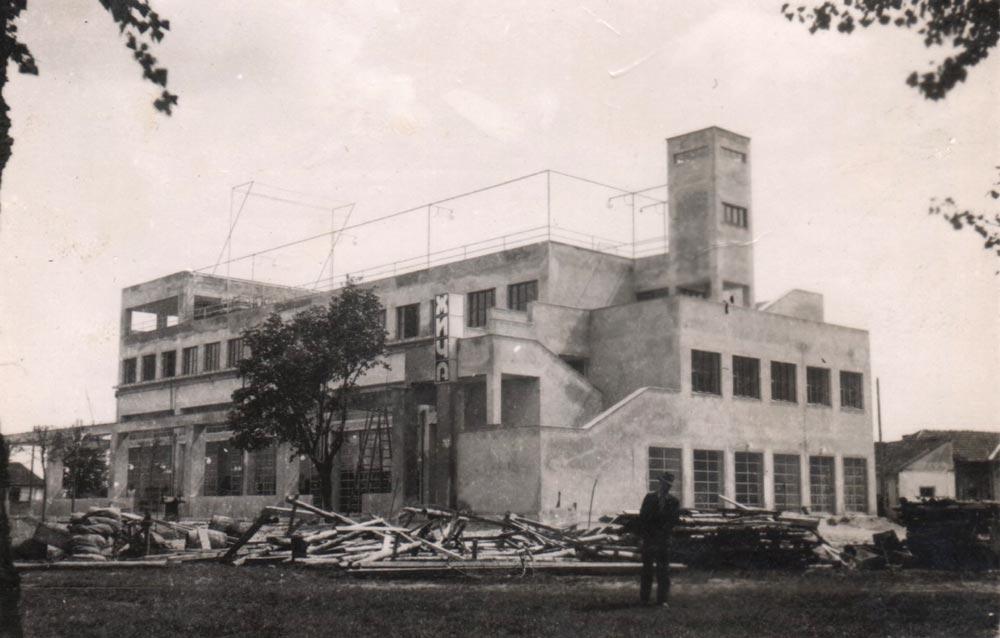 Hotel u izgladnji, glavna strana hotela, fotografija iz 1932. godine