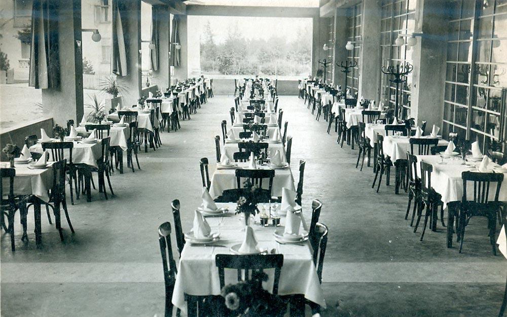 Hotelska terasa, fotografija iz 1930-tih godina