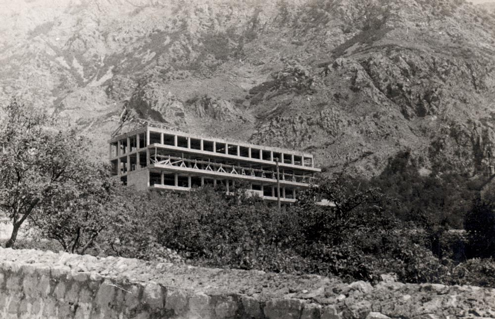 Building under construction, back side with sea view, photo