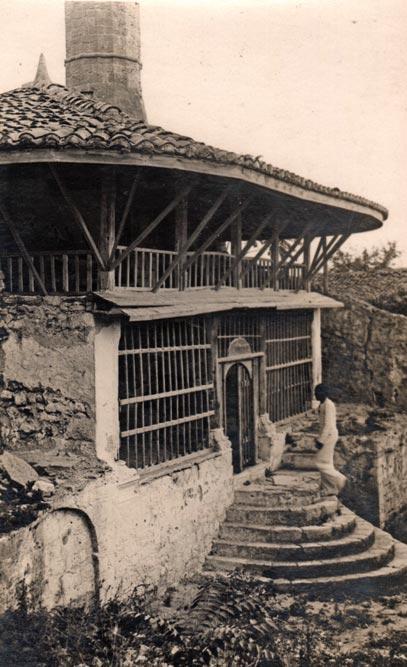Prvobitno crkva, od 1693. godine džamija u Ulcinju, fotografija iz 1935. godine