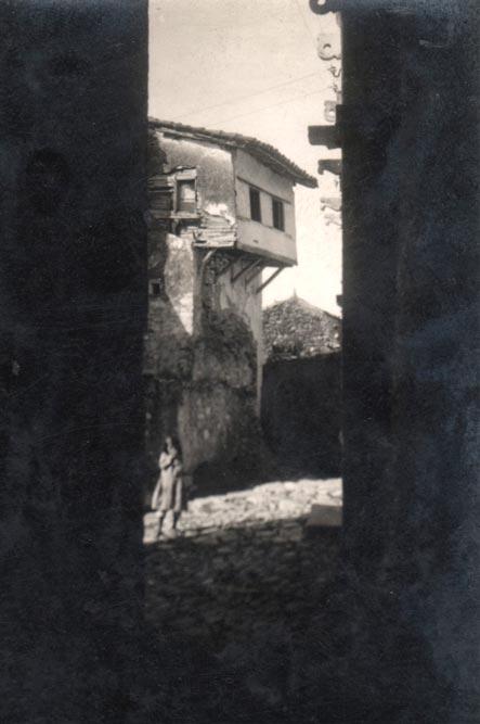 Fragment ulice Starog grada Ulcinja, fotografija iz 1935. godine